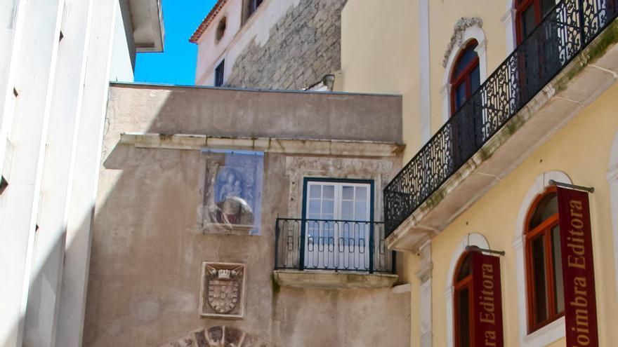 La Puerta de Almedina, resto de las antiguas murallas de Coímbra.