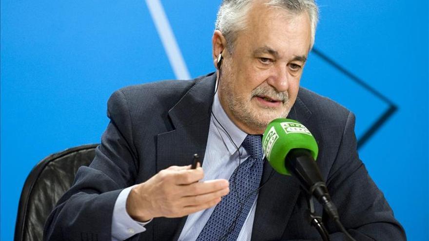 Griñán pide explicaciones al PP sobre el origen de las retribuciones a su cúpula