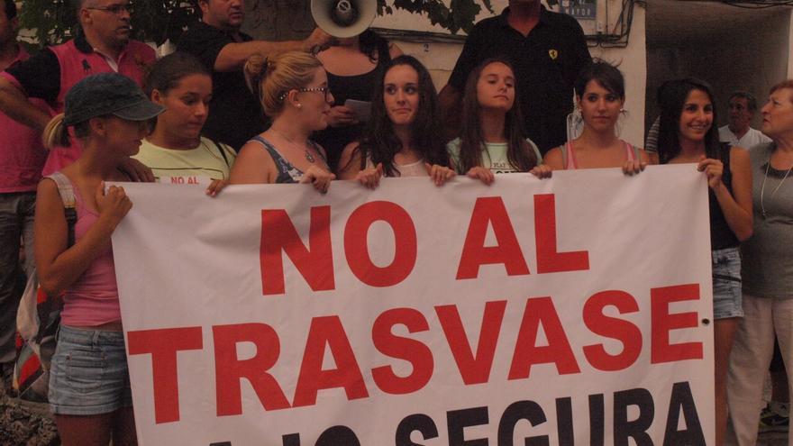 Lectura del manifiesto contra el trasvase Tajo-Segura / Foto: Lorena Vargas