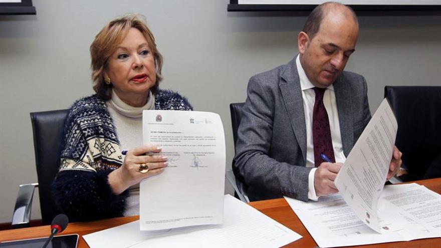El alcalde de Las Palmas de Gran Canaria y la consejera de Industria en la firma de un acuerdo de colaboración con el ITE