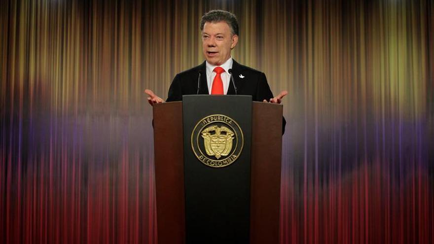 """Santos dice que con la paz no habrá una """"revolución por decreto"""" en Colombia"""