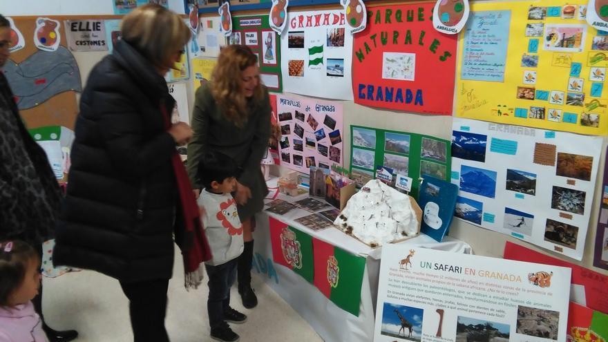 Escolares de la capital conmemoran el 28F con una muestra sobre la historia, gastronomía y avances de Andalucía
