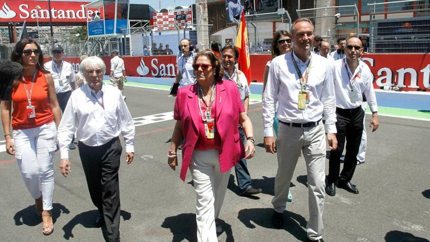 Rita Barberá y Alberto Fabra junto a Bernie Ecclestone