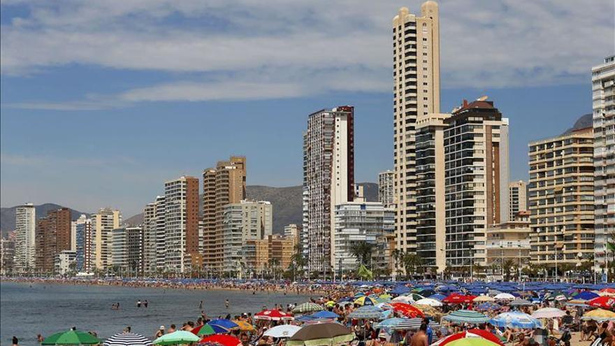 Los viajes de españoles caen un 16 % % en enero pero crece la estancia media
