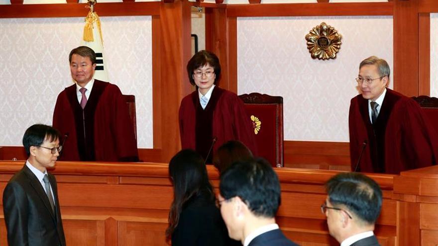 """El juicio de la """"Rasputina"""" arroja acusaciones sobre la presidenta surcoreana"""