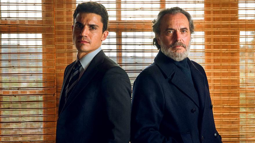 Álex González y José Coronado en Vivir sin permiso