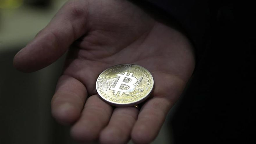 El bitcóin alcanza un nuevo récord de 16.000 dólares en medio de una racha volátil