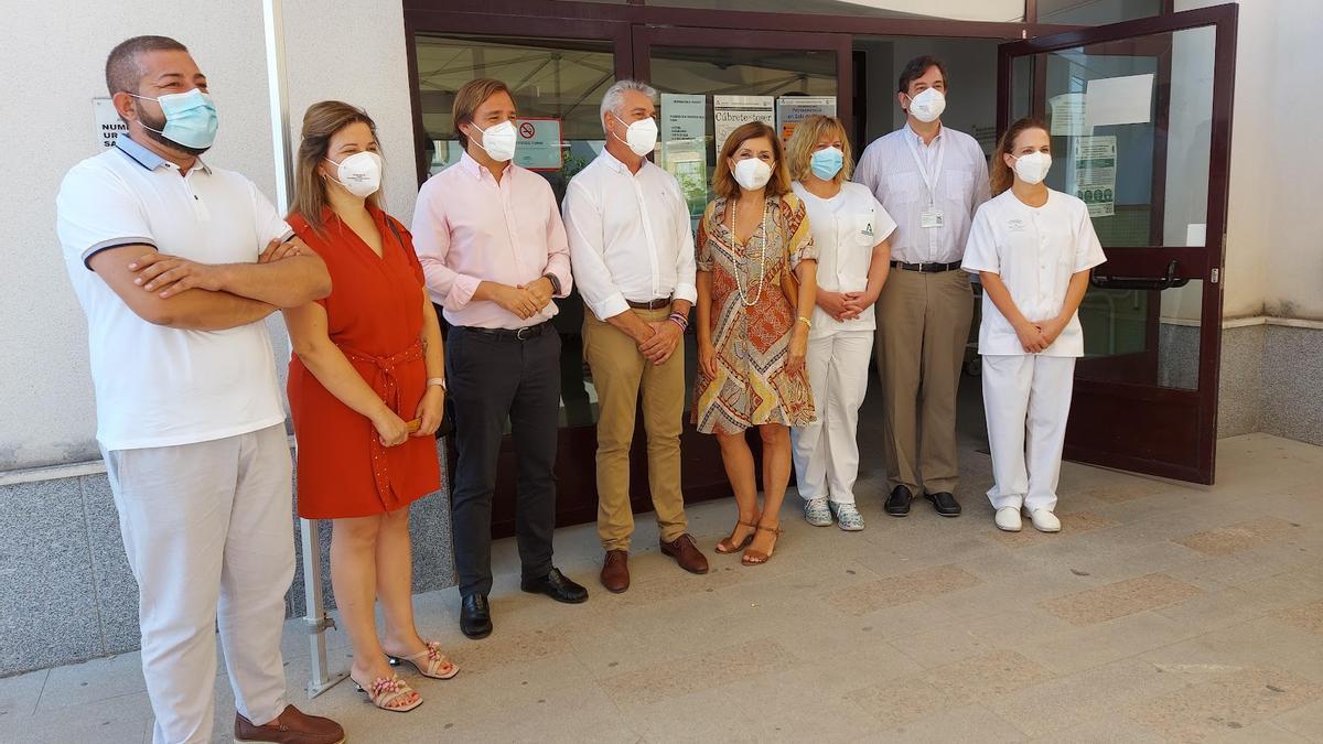Visita de los delegados de la Junta al centro de salud de Fernán Núñez