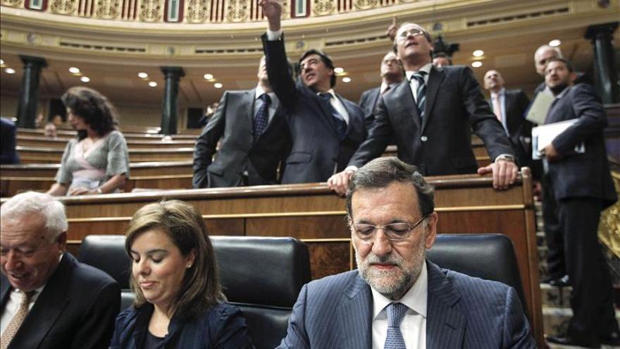 """El Gobierno pide al PSOE prudencia porque la corrupción es un """"problema de todos"""""""