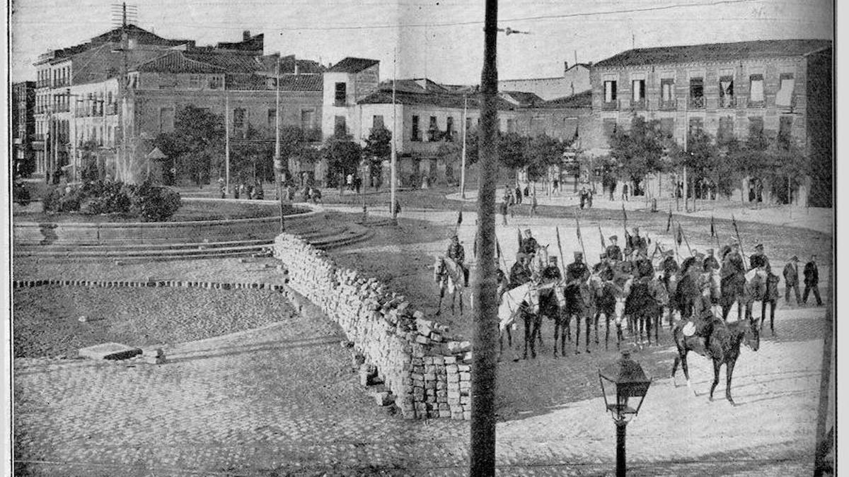 Plaza de Cuatro Caminos (entonces Ruiz Jiménez) después de haber disparado contra la multitud para evitar su avance hacia dentro de la ciudad