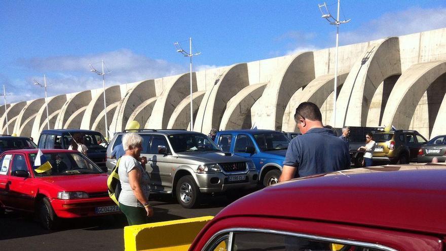 La caravana partió del Puerto deTazacorte y estuvo formada por más de un centenar de vehículos. Foto: Mesa Sectorial 'Por un Precio Justo para el Plátano'.