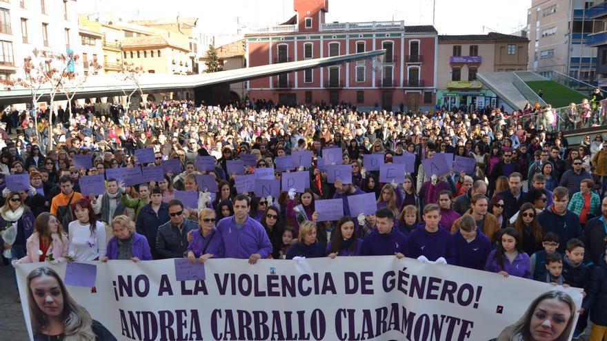 Imagen de la manifestación en homenaje a Andrea Carballo y contra la violencia de género en Vila-real.