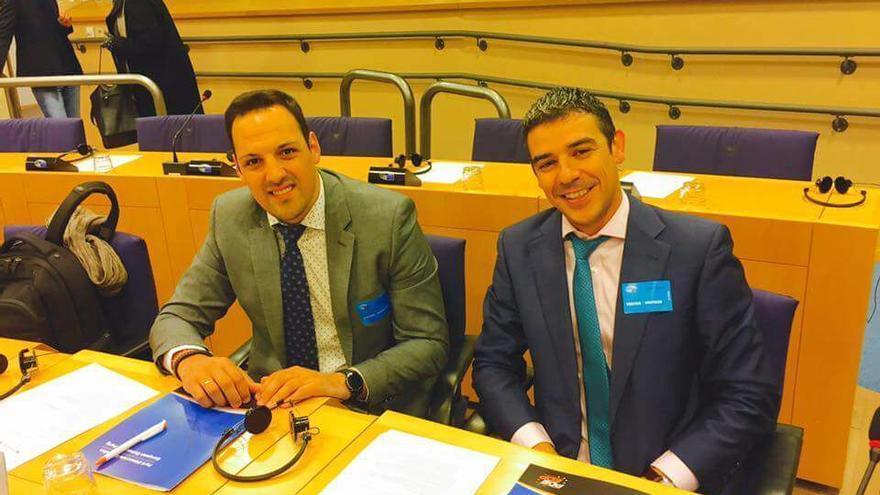 Jonathan Felipe (i) y Narvay Quintero este miércoles en Bruselas.