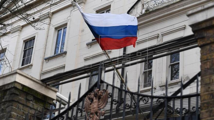 Londres tensa más su relación con Moscú con la expulsión de 23 diplomáticos