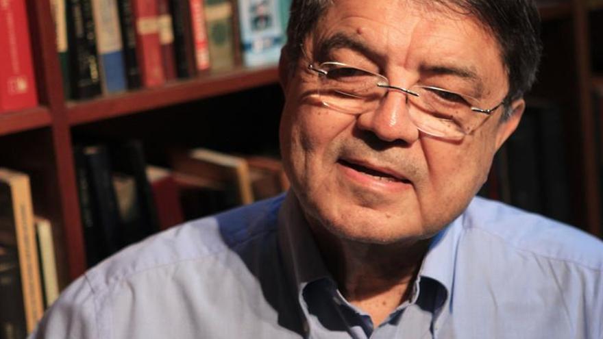 """El nicaragüense Ramírez prepara la segunda parte de la novela """"El cielo llora por mí"""""""