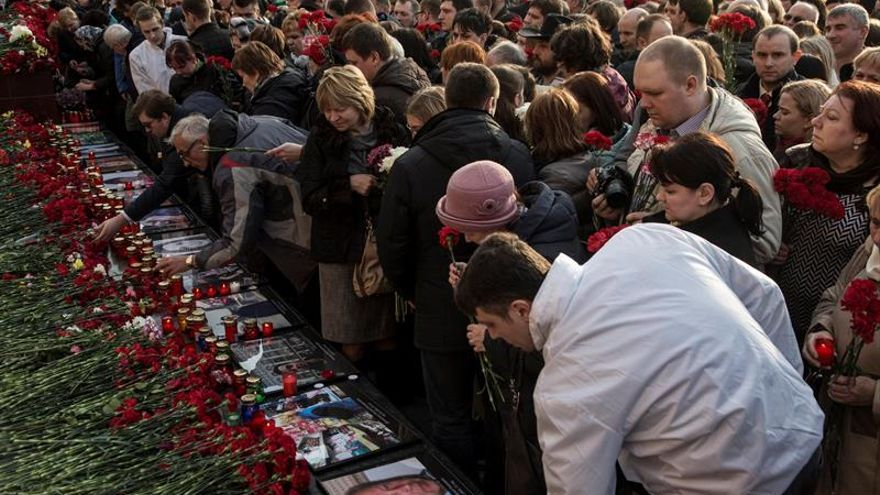Miles de personas se manifiestan contra el terrorismo junto al Kremlin