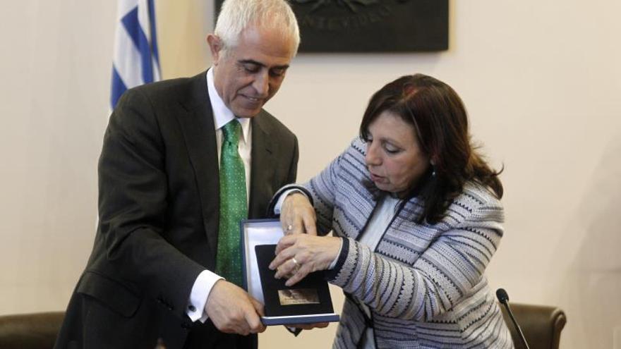 El Gobierno español homenajea la labor de dos de sus emigrantes en Uruguay