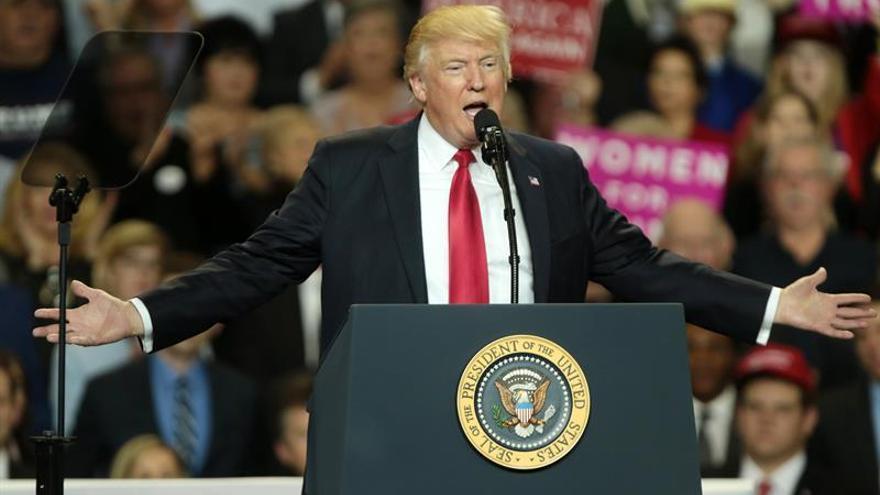 Trump ataca a los medios y reivindica su política exterior en Twitter