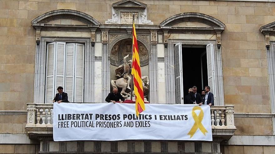 La Generalitat cuelga la pancarta 'Libertad presos políticos y exiliados'