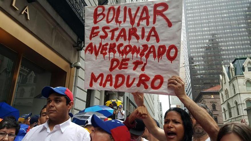 """Detienen a 30 personas por """"cacerolazo"""" a Maduro en Margarita, según ONG"""