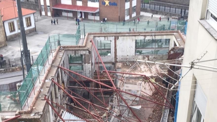 Ayuntamiento y empresa firman la suspensión de las obras tras el derrumbe del edificio