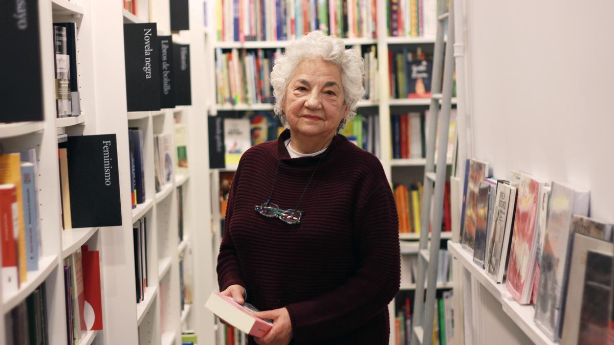 Teresa en la librería Reno