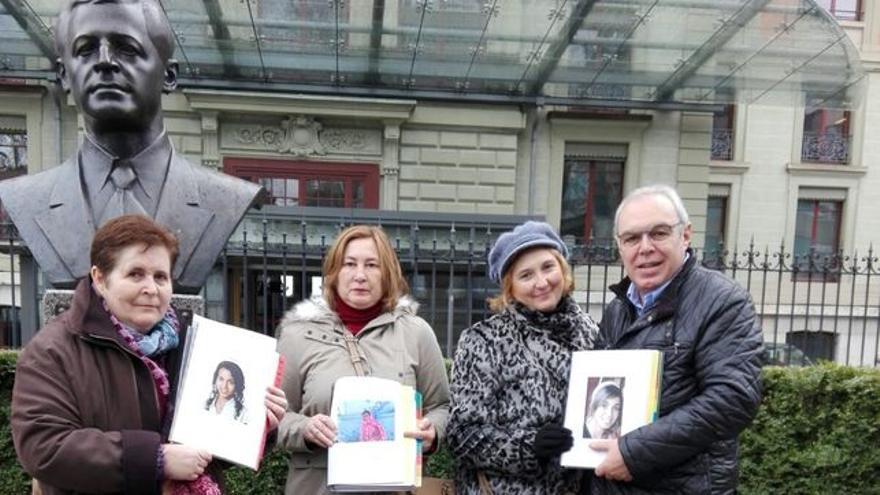 Ángeles Déniz, madre de acogida de Darya en Tenerife (segunda por la izquierda)