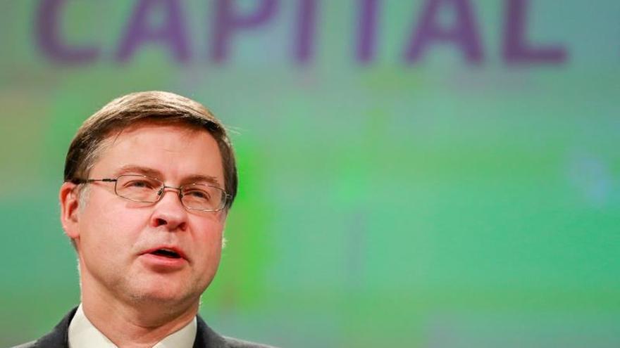 La CE dice que el nuevo presupuesto de Italia evita procedimiento por déficit