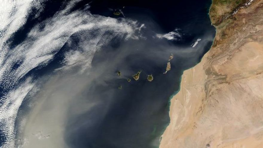 Imagen de satélite de una oleada de polvo del Sáhara sobre el Atlántico. Fuente: NASA. Fotografía cedida por el CSIC