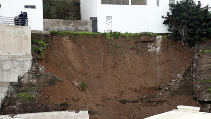 Viviendas afectadas por la caída del muro.