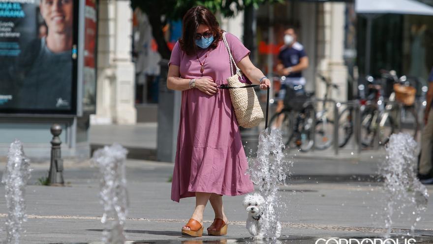 Solo el agua puede refrescar las Tendillas   ÁLEX GALLEGOS