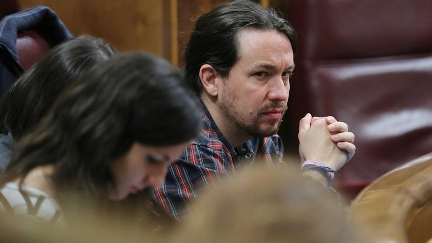 """Iglesias censura la """"arrogancia"""" de Aznar con la foto de las Azores y cree que debe juzgarle un tribunal internacional"""