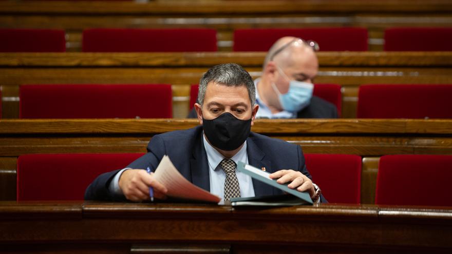 Archivo - El conseller de Interior, Miquel Samper, durante la Diputación Permanente del Parlament, en Barcelona.
