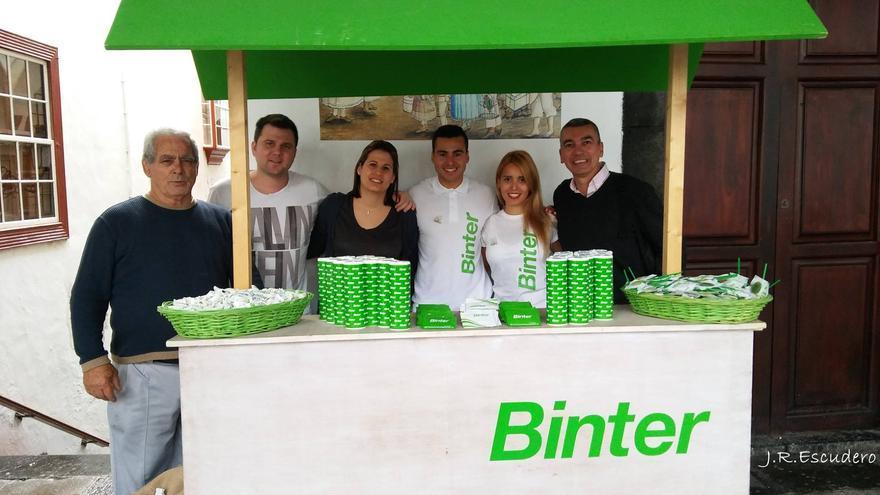 En la imagen, el stand de Binter en el atrio del Ayuntamiento.