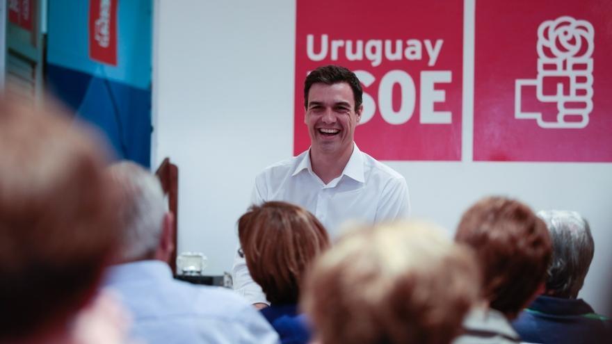 """Pedro Sánchez se compromete a eliminar el voto rogado que """"tanto perjudica"""" a los votantes españoles que viven fuera"""