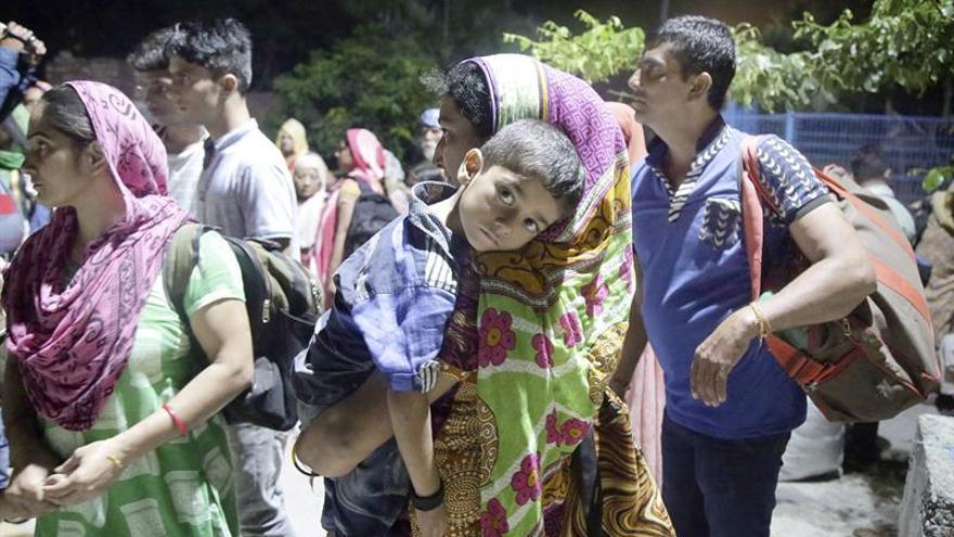 La India evacúa a miles de personas en áreas de su frontera con Pakistán