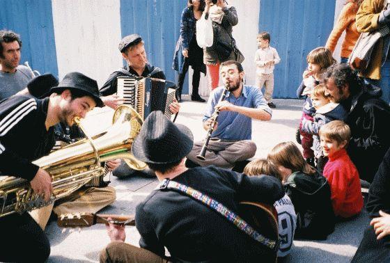 El grupo en acción | http://www.residuiteatro.com/
