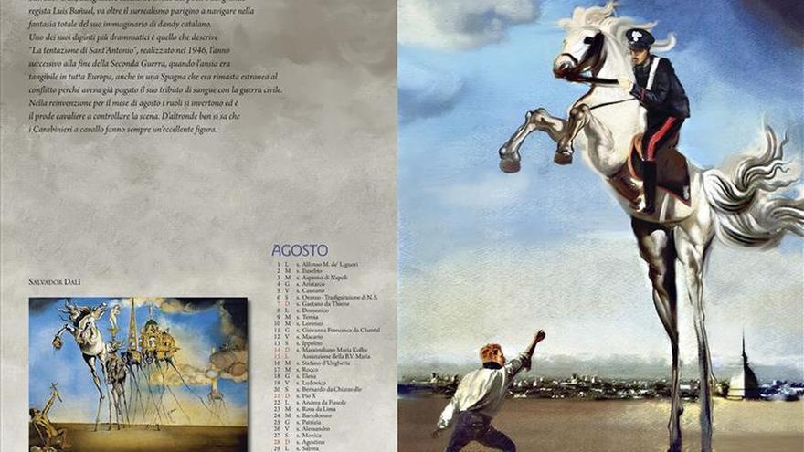 Los carabinieri posan entre obras de Monet y Dalí en su calendario para 2016