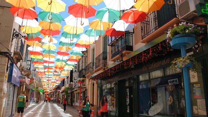 Paraguas de colores en Valdepeñas