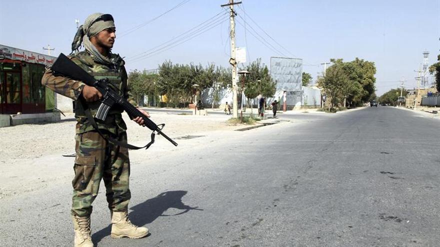 Tropas afganas y de EEUU atacan los refugios del EI tras expulsarle de su bastión