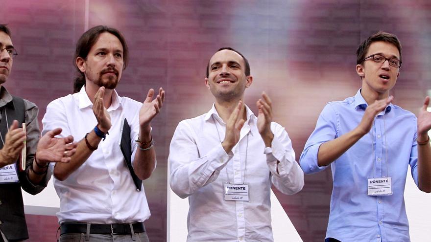 Juan Carlos Monedero, Luis Alegre, Pablo Iglesias, Íñigo Errejón y Carolina Bescansa, en la Asamblea de Podemos en Vistalegre I. / Marta Jara