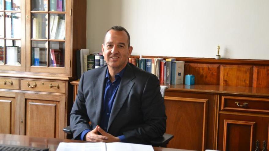 Víctor Lorenzo Almonacid Lamelas, secretario de La Laguna que da fe a distancia.