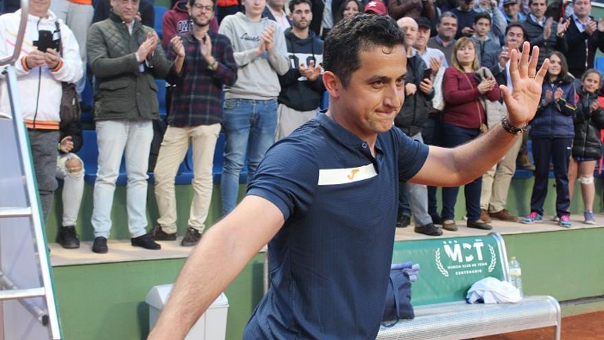 'Nico' Almagro, en una sonora ovación, se despide del público después del partido ante Vilella