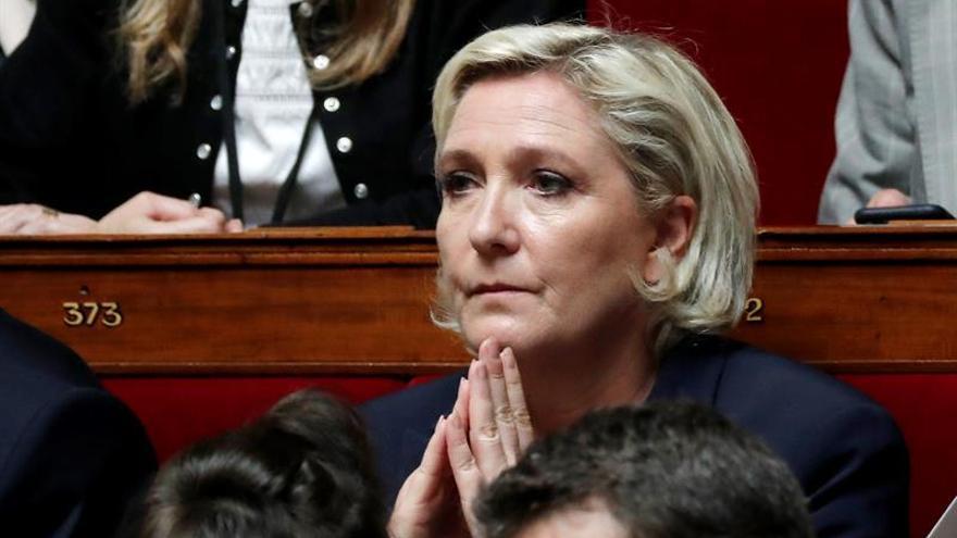 La Asamblea francesa retira el aforamiento a Le Pen por difundir fotos del EI