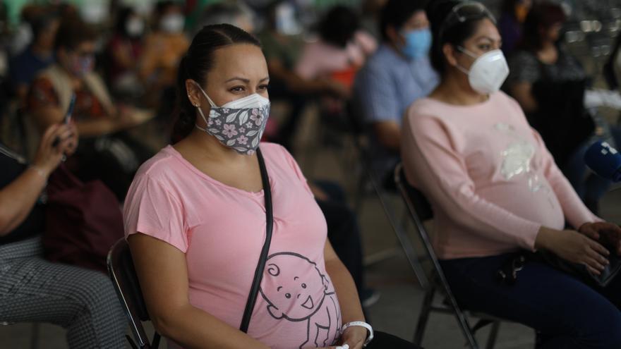 Comienza la vacunación a embarazadas en la Ciudad de México