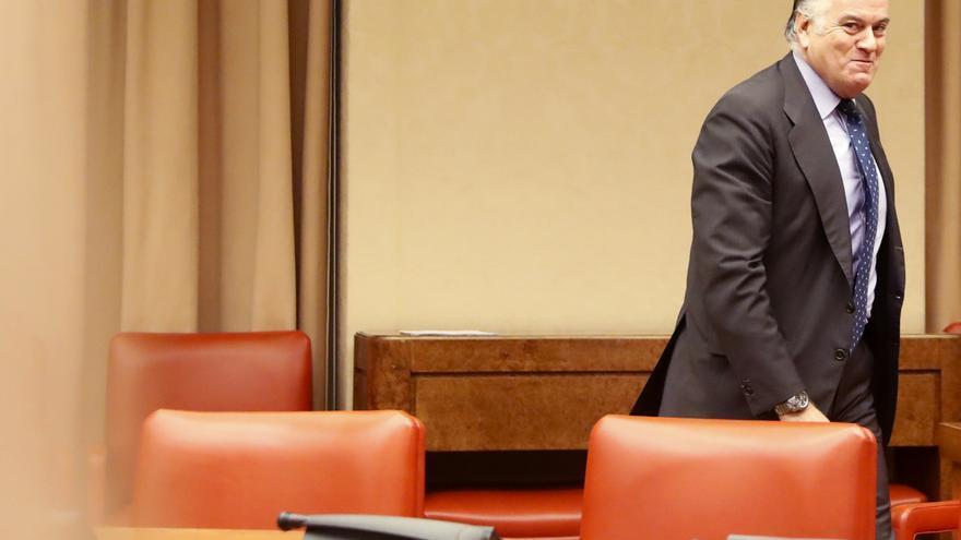 Luis Bárcenas llega a la comisión del Congreso que investiga la financiación irregular del PP. (26/06/2017)