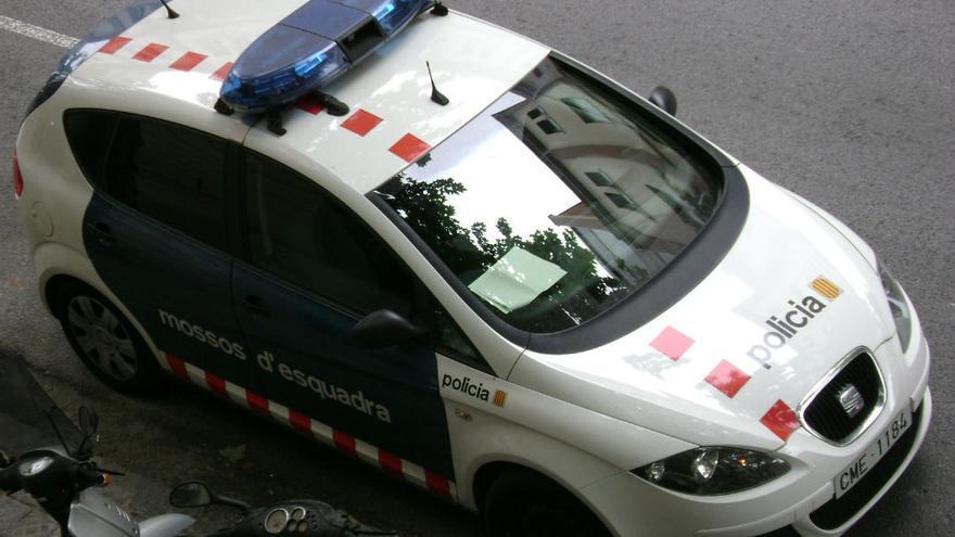 Vehículo de los Mossos d'esquadra, que se ha hecho cargo de la investigación.