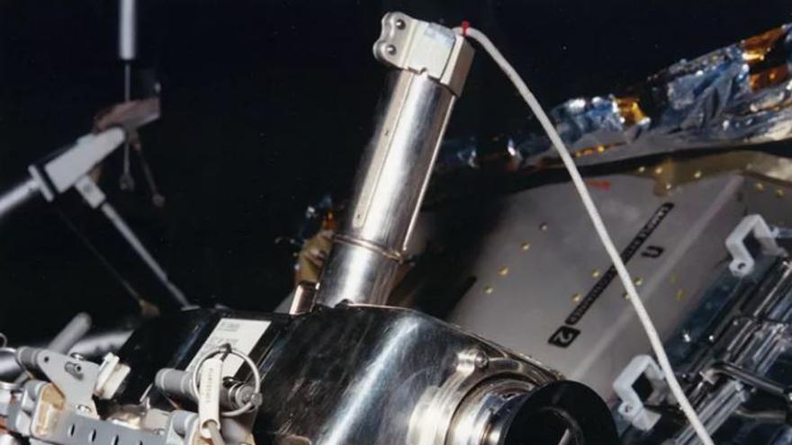 La cámara de televisión del Apolo en su emplazamiento en un lateral del módulo lunar del Apolo 11, desde donde retransmitió el 'pequeño paso' de Armstrong