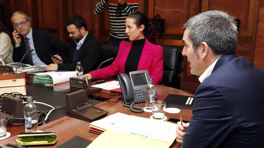 Reunión del consejo de Gobierno, celebrada hoy en Las Palmas de Gran Canaria. EFE/Elvira Urquijo A.