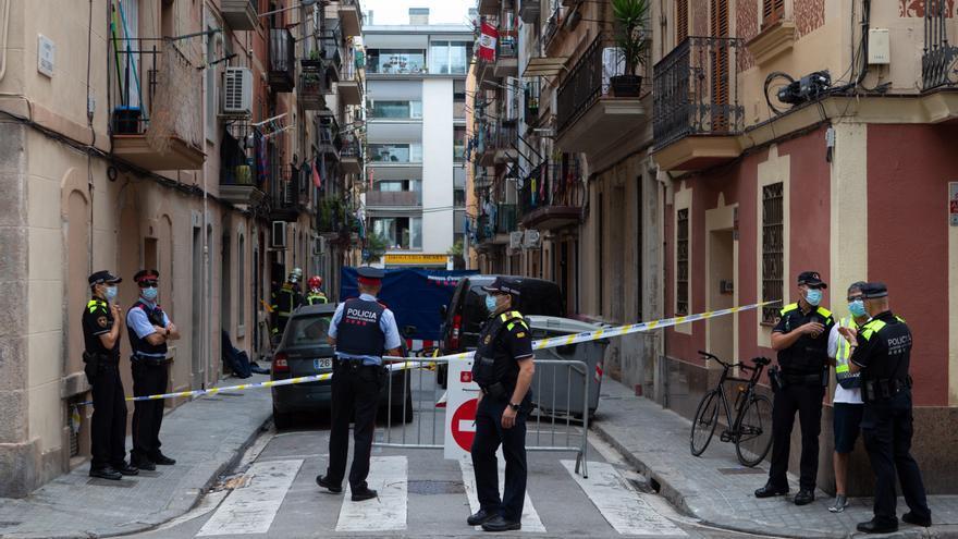Tres muertos y 6 heridos al arder piso de 30m2 en Barcelona con 6 residentes
